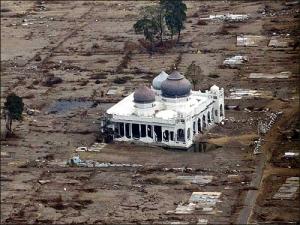masjid di Aceh pasca Tsunami 2004