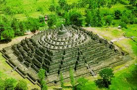Candi Borobudur adalah candi wangsa syailendra yang terdapat di muntilan